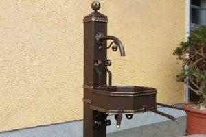 Brunnen, Spaliere, Kunstarbeiten, Tische